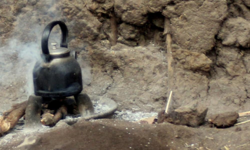 Koken op houtvuur in Afrika